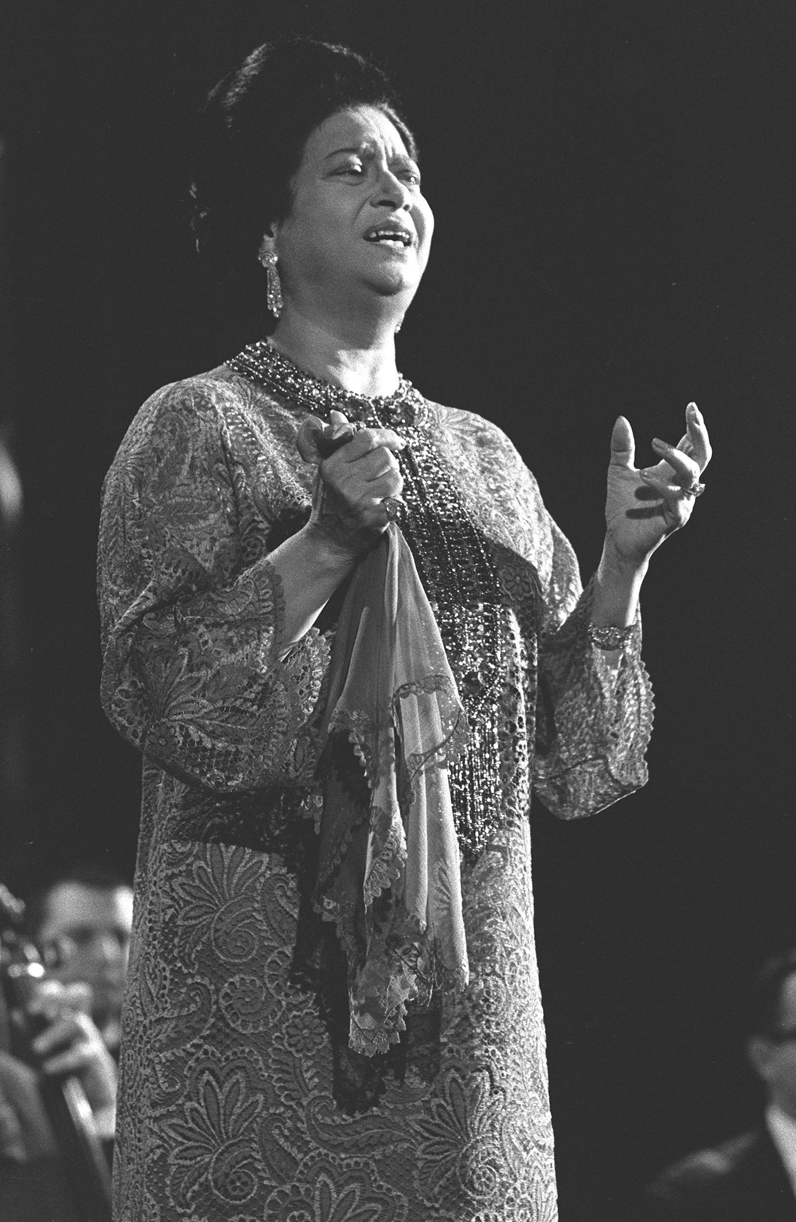 7 spannende Fragen zu Umm Kulthum, deren Antworten Dich verblüffen werden